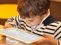 Generatia Z sau tinerii care comunica prin texte si isi exprima emotiile prin emoticoane