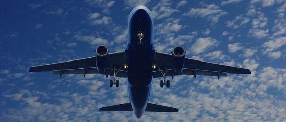Un operator low-cost european și-a anulat toate zborurile și a lăsat mii de pasageri să-și caute alternative de călătorie. Ce se întâmplă cu banii dați pe bilete