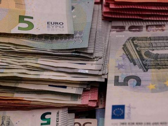 Sondaj GfK: Mai mult de jumatate dintre romanii care au depozite, conturi de economii, pensii private sau actiuni nu cunosc in detaliu aceste produse financiare