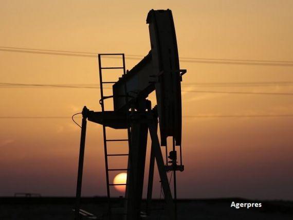 Prețul petrolului ar putea scădea și în 2018, pe fondul explotării zăcămintelor de șist din SUA și a dezechilibrelor economiei globale