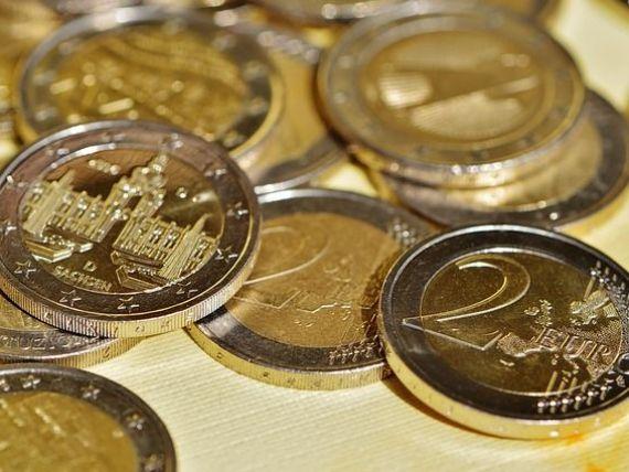 Euro se intoarce la 4,46 lei, dupa ce luni a atins cel mai redus nivel al anului