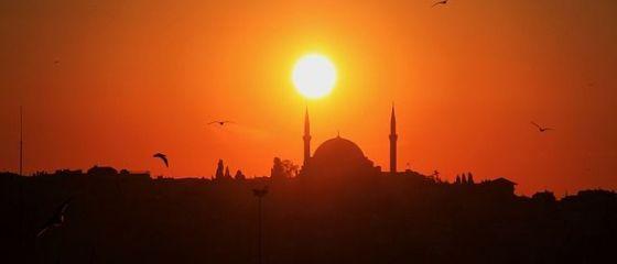 Orasul vizitat de peste 7 mil. de straini anual, in care acum bate vantul. Maretul Istanbul, ingropat de cele mai recente atentate teroriste