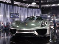 Ocoliţi de pandemie, sud-coreenii înstăriţi au început să cumpere Porsche şi BMW-uri, ca să-și etaleze bogăția