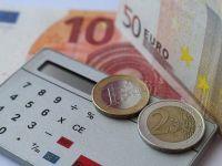 Leul continua sa se deprecieze in raport cu euro si dolarul, dar castiga teren in fata francului