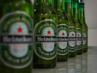 Heineken dă lovitura pe cea mai mare piață din lume. Olandezii preiau o participație la CRH Beer, cel mai mare producător din China