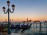Lupta  localnicilor cu turistii ia amploare in Italia. Venetia, impanzita de afise prin care vizitatorii sunt sfatuiti sa plece, pentru ca distrug zona