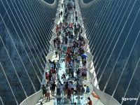 China a inaugurat cel mai lung pod de sticla aflat la cea mai mare inaltime. Dedesubt poate fi admirat un canion urias. FOTO