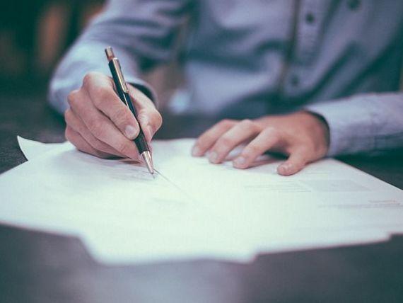Guvernul ingheata angajarile la stat. Tudose:  In administratie sunt sute de cereri de angajare pentru purtator de stampila, de semnatura, de program pe usa
