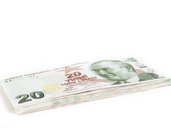 Moody s arunca Turcia in categoria  junk . Lira inregistreaza cea mai mare depreciere in randul monedelor emergente
