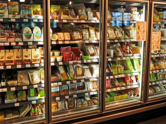 Romanii, obisnuiti sa-si umple frigiderele cu produse pe care nu le consuma. Minea: Risipa alimentara va continua atat timp cat cheia comertului va fi reclama  3 la pret de 1