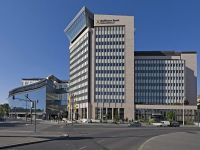 Raiffeisen Bank își va reevalua operaţiunile din România, din cauza taxei pe bănci: 'Impactul noii taxe încă nu poate fi determinat'