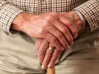 Cu cat cresc pensiile, din luna februarie. Deputatii vor sa elimine contributia la sanatate si impozitul de 16%
