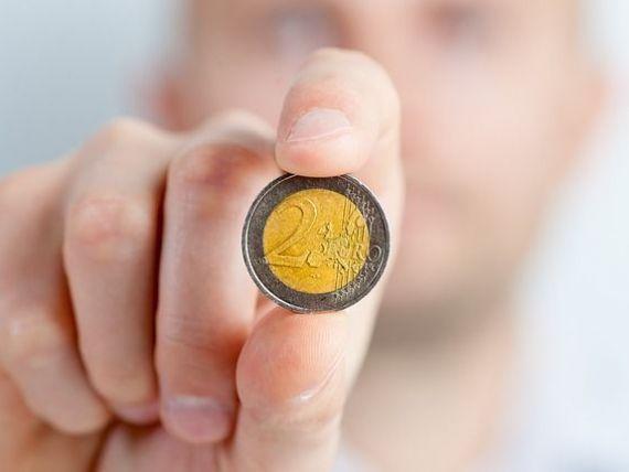 Investitorii isi pierd increderea in Romania. Euro depaseste 4,53 lei la BNR, iar statul se imprumuta la cele mai mari dobanzi din 2015