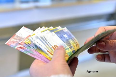 Cel mai bogat stat din Europa nu mai poate ține în frâu aprecierea monedei naționale. De ce vrea să-și slăbească banii cu orice preț