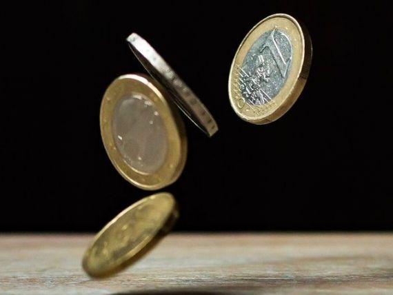 Euro a revenit sub pragul de 4,5 lei, dupa ce luni a atins maximul ultimelor trei luni