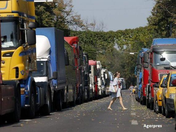Asiguratorii considera ilegala plafonarea tarifelor RCA si sesizeaza Comisia Europeana. Transportatorii cer o noua lege a politelor auto
