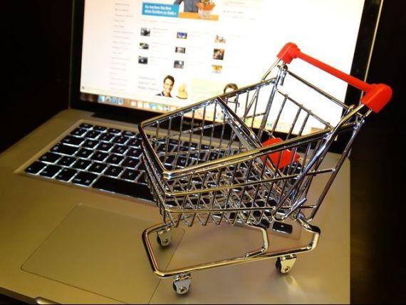 Ce își cumpără românii de pe internet. Majoritatea achiziționează haine și produse sportive online