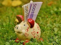 """""""Ce ati face daca ati castiga 100.000 de euro?"""" Raspunsurile romanilor la aceasta intrebare ii ingrijoreaza pe expertii financiari"""