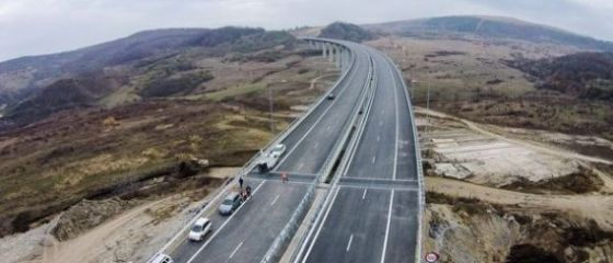CNAIR a lansat licitația pentru secţiunea 2 din Autostrada Sibiu-Piteşti, în valoare de 4,6 mld. lei. Tronsonul de 31 km include 49 de poduri şi viaducte, 7 tuneluri şi un ecoduct