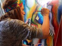 Micuta Picasso s-a facut mare. La 8 ani, Alexandra Nechita cucerea lumea cu picturile sale. Acum isi creste fetita in California si povesteste americanilor despre Romania