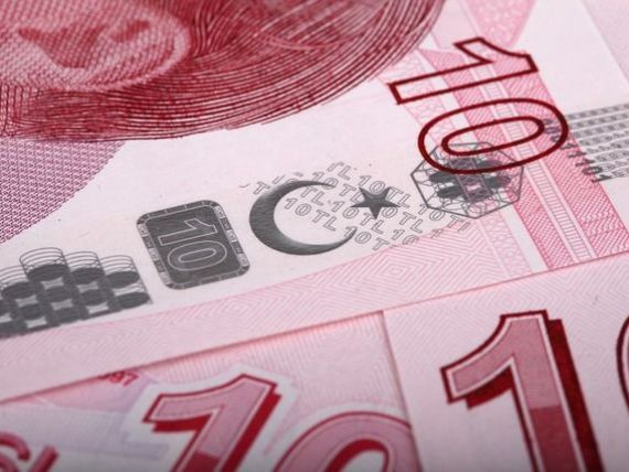 Erdogan indeamna populatia sa-si converteasca economiile in moneda nationala. Lira turceasca se prabuseste pe fondul incertitudinilor politice