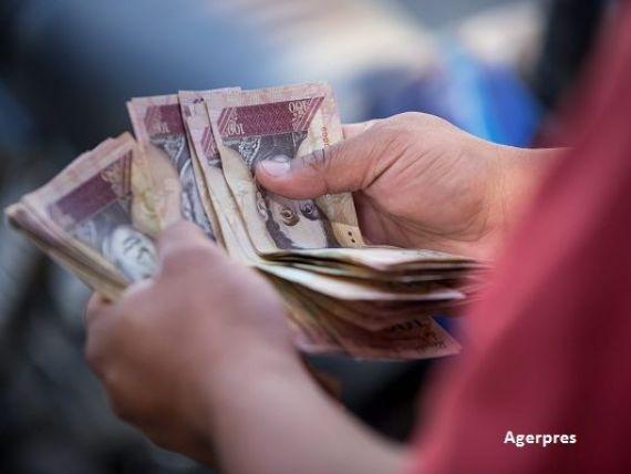 Venezuela scoate din circulatie cele mai valoroase bancnote si inchide frontiera cu Columbia, pentru a combate contrabanda