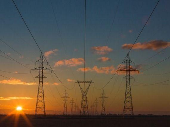 România a importat peste 1.400 de MW de electricitate luni dimineaţă, pe caniculă şi cu un singur reactor nuclear