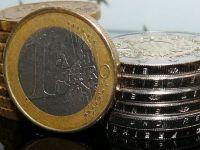 Leul s-a apreciat, miercuri, în raport cu euro și dolarul american