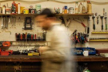 Meseria, pe cale de disparitie. Peste 70% dintre angajatorii romani se plang ca nu gasesc oameni pregatiti. Din 5 mil. de angajati cu norma intreaga, 40% castiga salariul minim