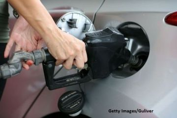 Supraacciza la carburanți și supraimpozitarea contractelor part-time, eliminate de la 1 ianuarie. Cu cât scade prețul benzinei