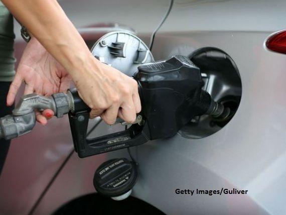Companiile petroliere ar putea fi obligate să afişeze simultan majorarea preţurilor la benzină. Ce nereguli a găsit Concurența pe piața carburanților