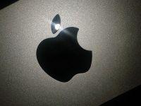Inca un record doborat de Apple. Gigantul fondat de Steve Jobs este prima companie americana a carei capitalizare a depasit 800 mld. dolari