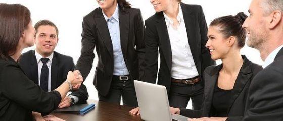 Peste un sfert dintre angajatori vor face recrutări în această vară. Cea mai mare lipsă de personal, în industria prelucrătoare, finanțe și asigurări