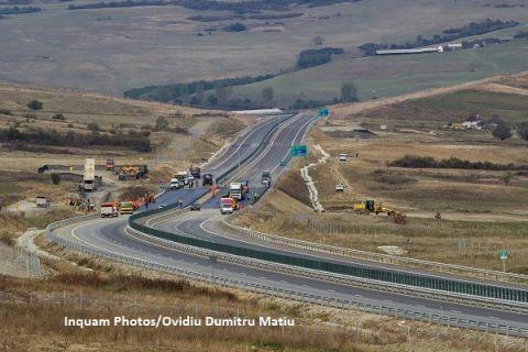 Primii kilometri de autostradă din Moldova vor fi dați în folosință la începutul lunii decembrie. 16 km din cei 31 ai centurii Bacăului, finalizați înainte de termen