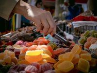Romanii au inceput sa cumpere produse de larg consum mai scumpe. Cele mai mari cresteri s-au inregistrat la fructe de mare, fructe exotice si sampanie