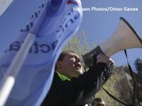 Angajatii din administratia publica incep protestele in Bucuresti si in tara, nemultumiti de legea salarizarii, si ameninta cu greva generala