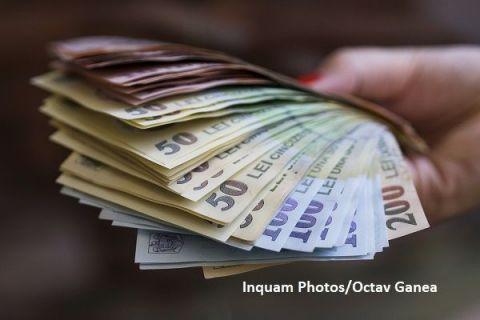 Câştigul salarial mediu net a scăzut cu aproape 100 lei, în august. Cine sunt angajații care primesc 7.431 lei pe lună, în mână