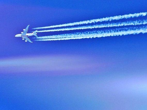 Traficul aerian de pasageri ar putea creste cu 6% pe an pana in 2020. Cat polueaza operatorii din Romania