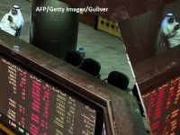 Dolarul atinge cel mai redus nivel din ultimele sapte luni, din cauza escaladiarii tensiunilor in Orientul Mijlociu. Pretul petrolului, in declin. Kuwaitul incearca sa medieze criza diplomatica