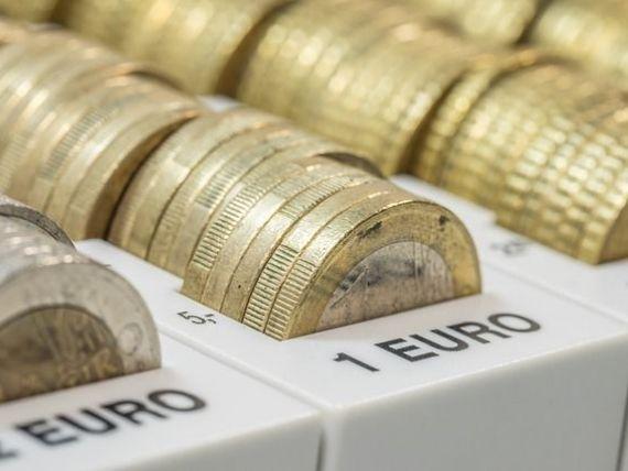 Leul s-a apreciat ușor în raport cu euro