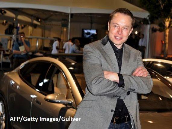 Premiera in istoria Tesla. Primul automobil de serie Model 3 a iesit pe poarta fabricii si-l va avea proprietar pe fondatorul companiei, Elon Musk