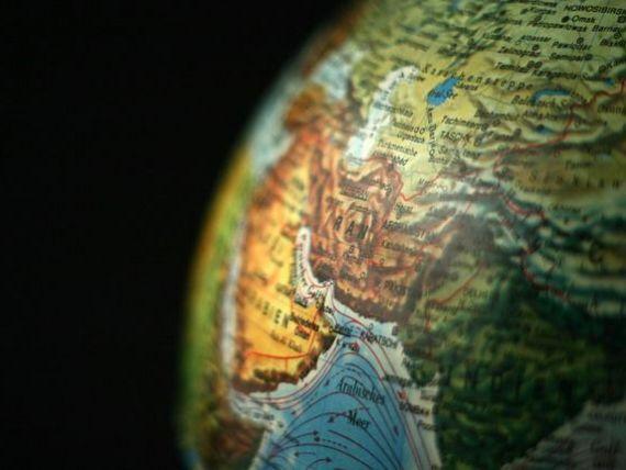 Iranul, lovit de noi sancțiuni americane, care intră în vigoare marți. Bruxellesul reacționează dur și adoptă o legislație care protejează companiile europene