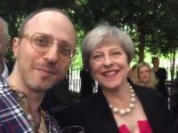 Un jurnalist o ia prin surprindere pe Theresa May:  Am pasaport romanesc. Voi fi deportat?  Ce a raspuns premierul britanic
