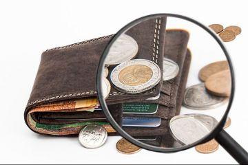 Românii au câștigat mai mulți bani, dar cheltuielile au crescut mai mult decât veniturile. Banii dați pe vicii, mai mulți decât cei alocați sănătății și educației la un loc