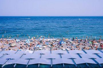 Vacanţele pe litoralul românesc se ieftinesc cu 20%, de la sfârşitul acestei săptămâni. Cât va costa cazarea