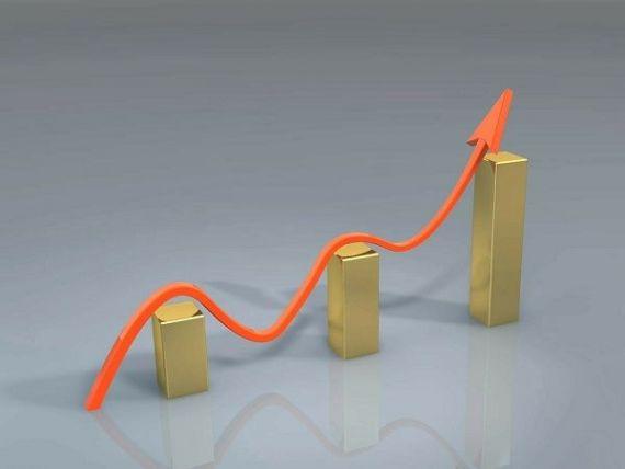 Fitch: Creşterea economică solidă a României nu este ferită de pericole. Politica fiscală şi majorarea salariilor în 2017 au amplificat riscurile de supraîncălzire