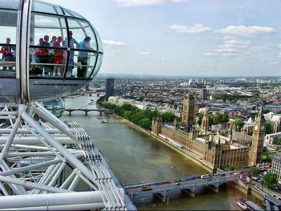 Tot mai mulți turiști în Marea Britanie, în ciuda Brexitului și a atacurilor teroriste. Ce i-a convins pe străini să vină în vacanță în Regat