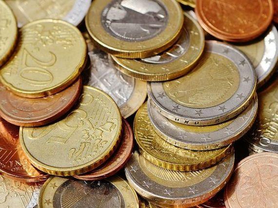 Euro se apropie de 4,6 lei, nivel maxim al ultimelor două luni