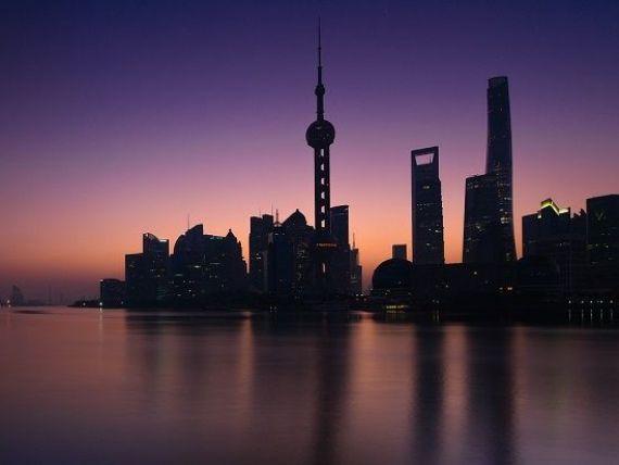 Temerile privind prăbușirea economică a Chinei cresc. Standard  Poor rsquo;s a retrogradat creditul suveran al țării, pentru prima dată din 1999