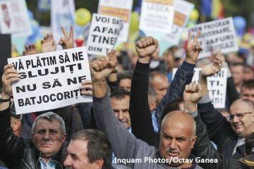 Câteva mii de sindicalişti protestează în Piaţa Victoriei. Traficul în centrul Capitalei este blocat. De ce sunt nemulțumiți bugetarii